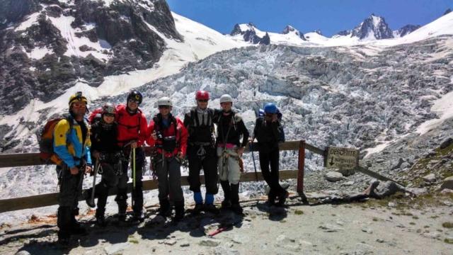 Фото на фоне ледника Мер Де Гляс