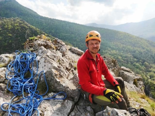 На вершине маршрута в скальном районе Болгарии