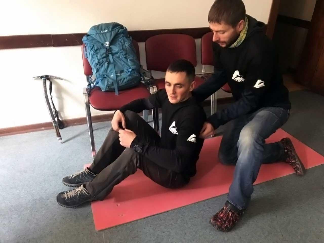 Александр и Владимир показывают приемы спасения