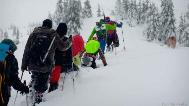 Преодолевание глубокого снега при восхождении на Говерлу